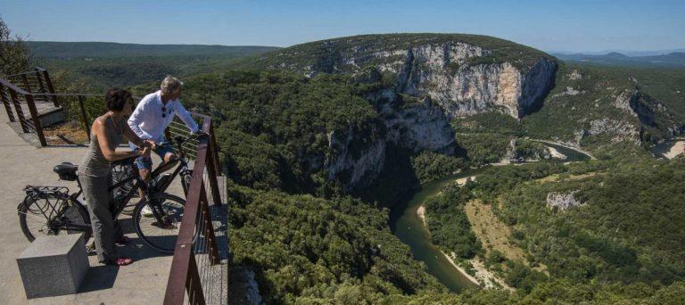 Vélos électriques - Vallon Pont d'Arc (Belvédère du Serre de Tourre), le 10 juillet 2018.